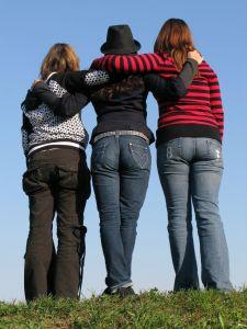 3-friends-5-1094303-m