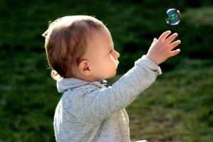 toddler-1312853_1920
