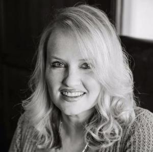 Author Tara Johnson's headshot